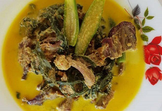 Daging salai masak lemak cili padi undang selera makan