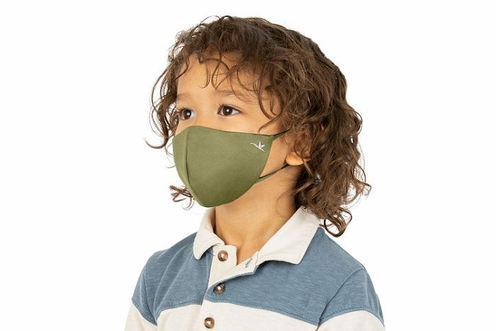 Pastikan anak memakai pelitup muka apabila mahu keluar dari rumah.